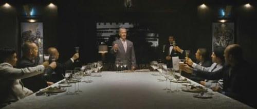 Bison janta com os acionistas da Shadaloo. Hã?