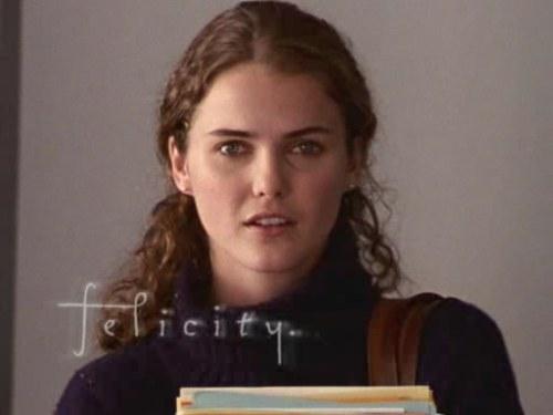 Oi, meu nome é Felicity e eu gosto do meu cabelo. Não fiz chapinha uma vez sequer na série